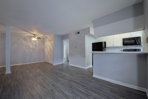 Apartments and Townhomes in the Hillcrest/Heights Area!