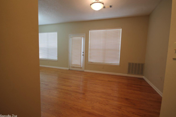 Lovely 1st Floor Condo Located in Downtown Little Rock